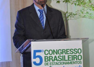 Sérgio Morad, presidente da Abrapark, na cerimônia de abertura do evento